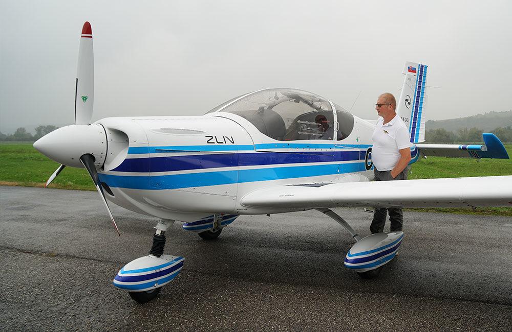 Žilinská univerzita má dve najmodernejšie lietadlá Zlín Z-242L, foto 7
