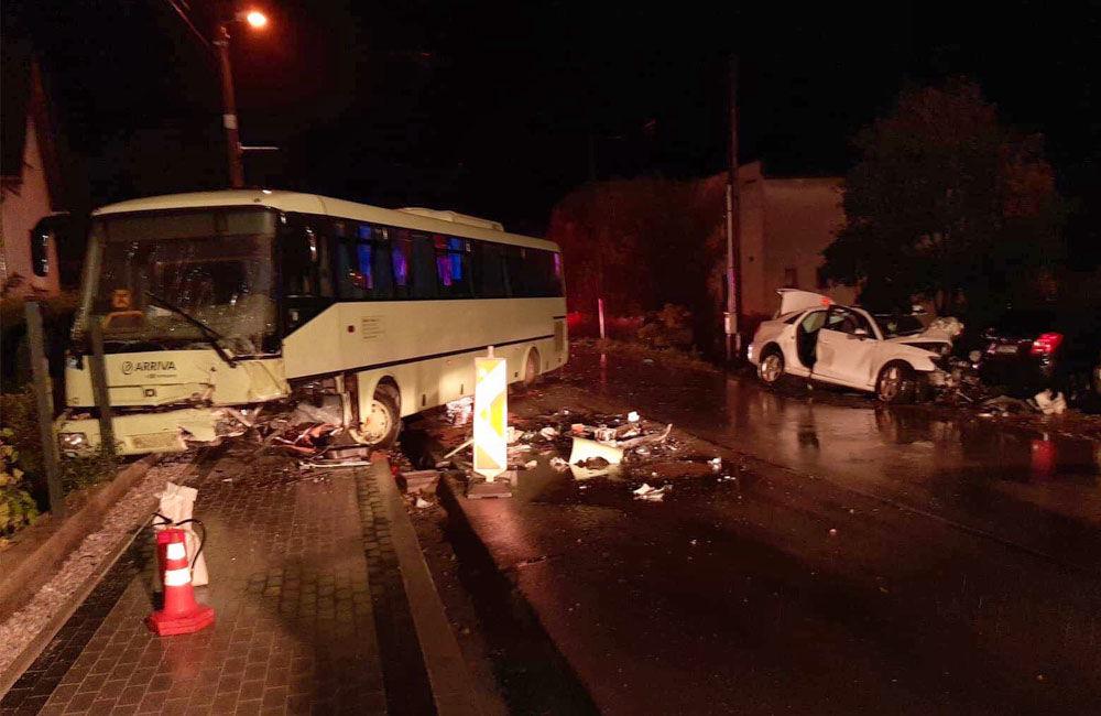 FOTO: Pri zrážke auta s autobusom na Orave zomrel len 20-ročný vodič, foto 1