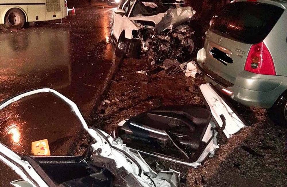 FOTO: Pri zrážke auta s autobusom na Orave zomrel len 20-ročný vodič, foto 3