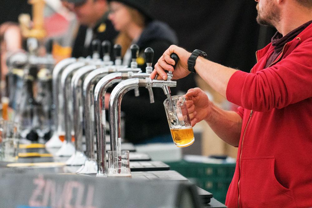 FOTO: Festival remeselného piva BEER FEST vo vyhrievanom stane na Poštovej, foto 4