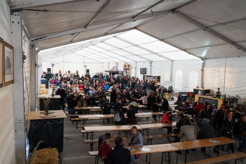 FOTO: Festival remeselného piva BEER FEST vo vyhrievanom stane na Poštovej, foto 24