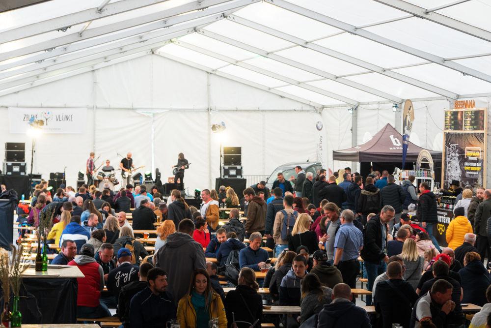 FOTO: Festival remeselného piva BEER FEST vo vyhrievanom stane na Poštovej, foto 2