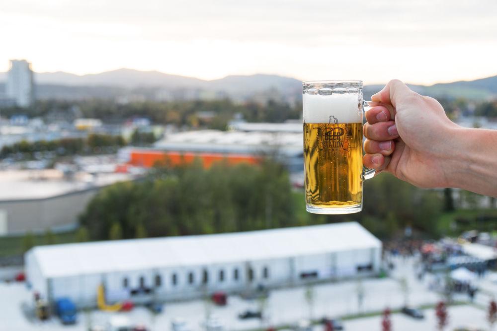FOTO: Festival remeselného piva BEER FEST vo vyhrievanom stane na Poštovej, foto 1