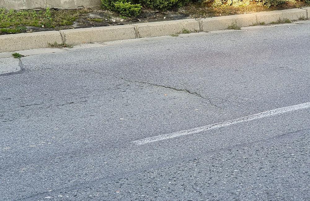 FOTO: Vozovka sa na mnohých miestach prepadáva aj na ulici Hviezdoslavova, foto 5