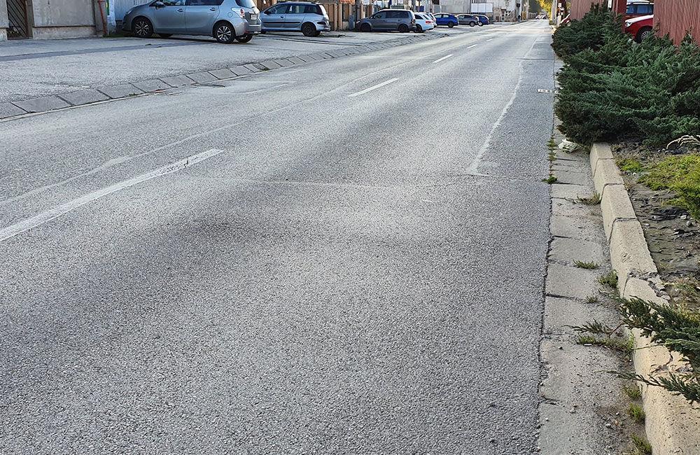 FOTO: Vozovka sa na mnohých miestach prepadáva aj na ulici Hviezdoslavova, foto 7
