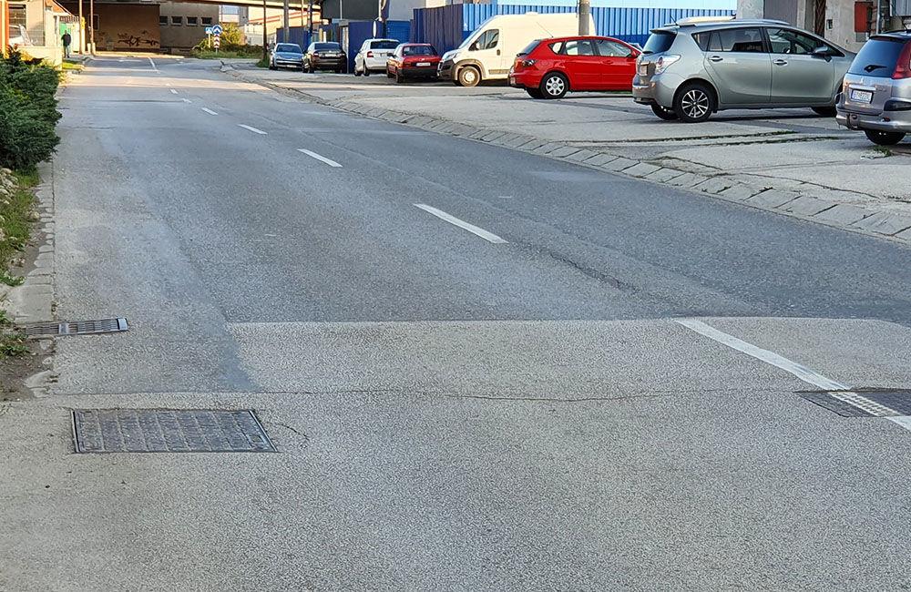 FOTO: Vozovka sa na mnohých miestach prepadáva aj na ulici Hviezdoslavova, foto 8