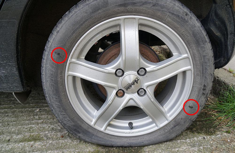 Neznámy páchateľ opäť poškodzoval pneumatiky zaparkovaných áut na ulici Osiková, foto 5
