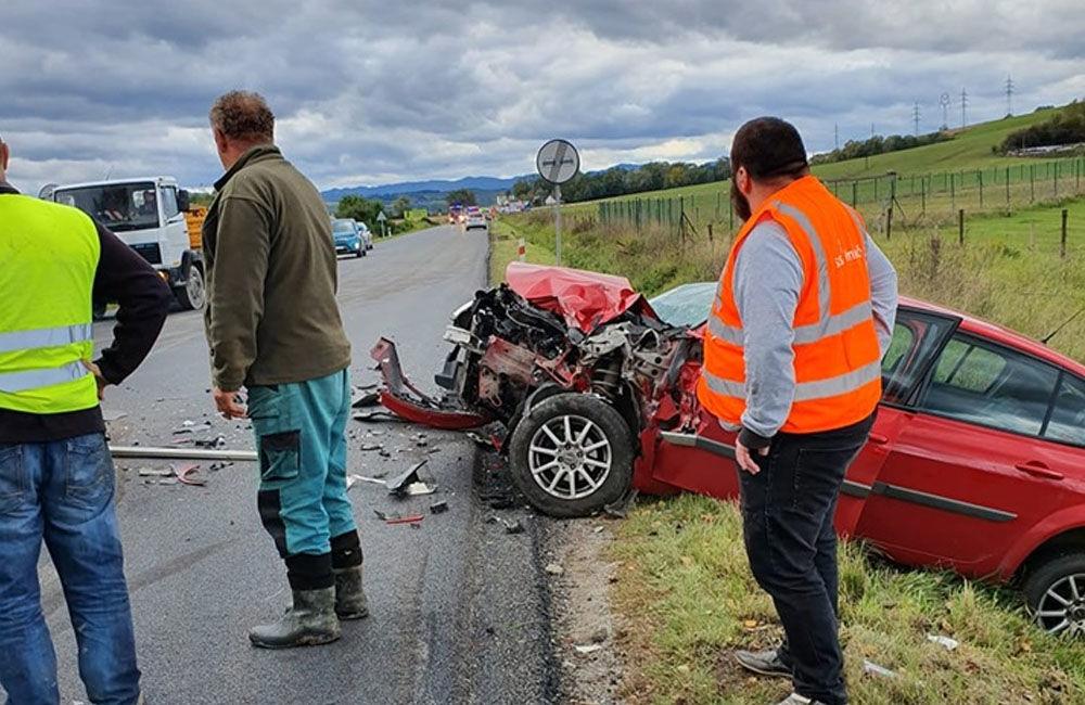 FOTO: Pri obci Varín došlo k zrážke troch áut a dodávky, cesta je neprejazdná, foto 7