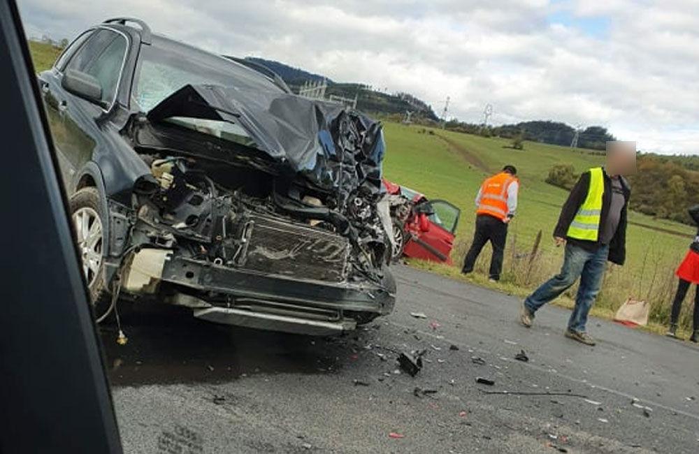 FOTO: Pri obci Varín došlo k zrážke troch áut a dodávky, cesta je neprejazdná, foto 4