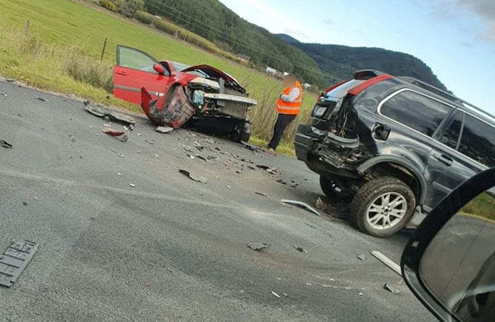 FOTO: Pri obci Varín došlo k zrážke troch áut a dodávky, cesta je neprejazdná, foto 3