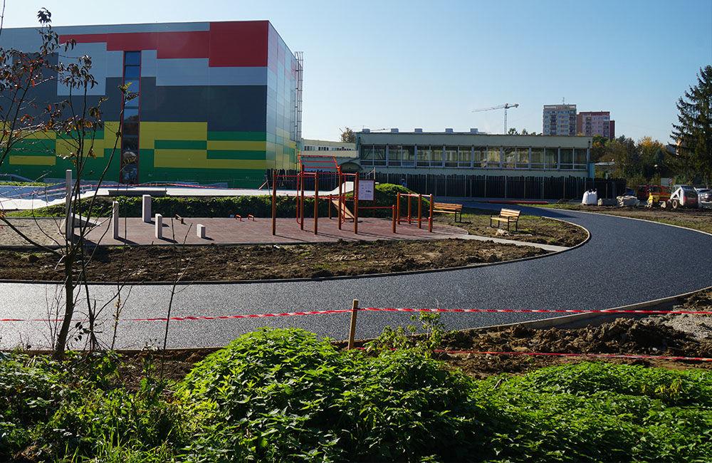 FOTO: Práce na výstavbe nového skateparku na Oravskej ceste finišujú, foto 2