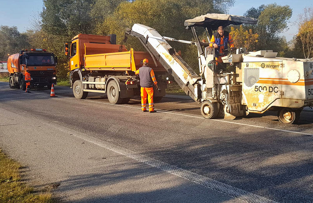FOTO: Rekonštrukcia vozovky pri Kysuckom Novom Meste začala, dopravu presmerujú po starej ceste, foto 1