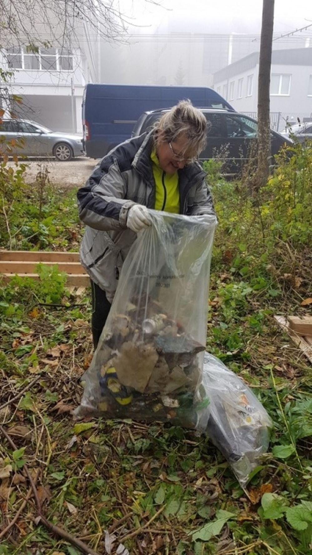 FOTO: Dobrovoľníci opäť vyčistili Čížov jarok v žilinskom lesoparku, foto 4