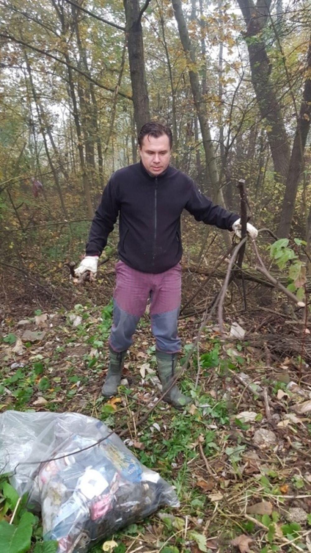 FOTO: Dobrovoľníci opäť vyčistili Čížov jarok v žilinskom lesoparku, foto 5