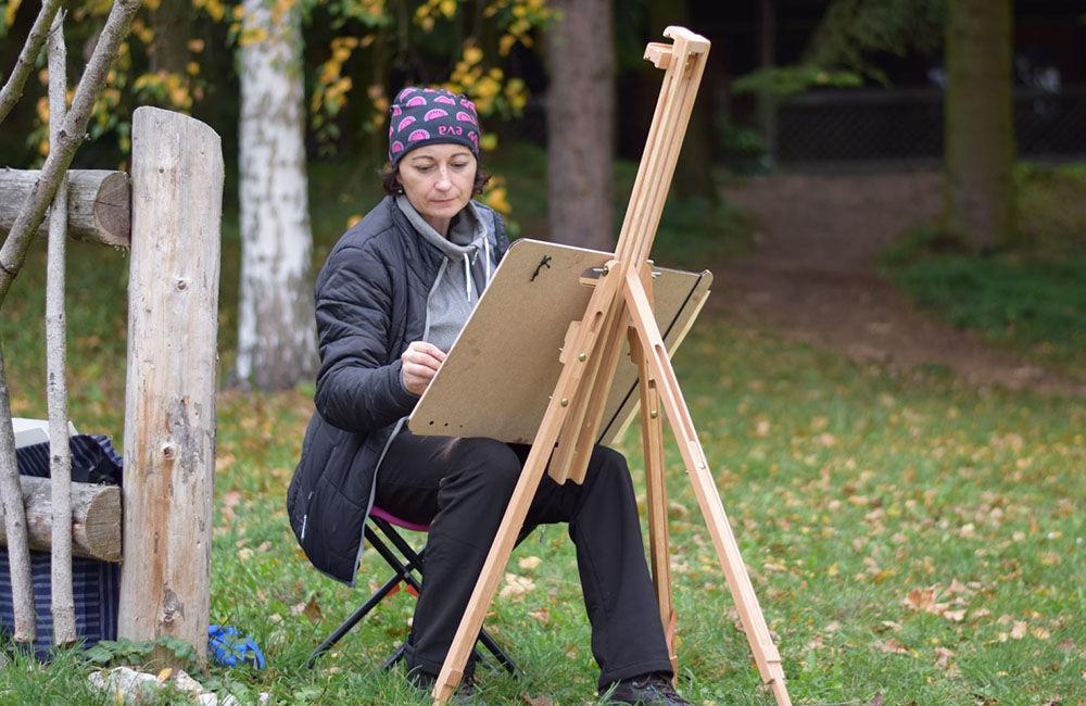 Dvadsať maliarov z Klubu neprofesionálnych výtvarníkov sa zdokonaľovalo v technike kresby a maľby, foto 3