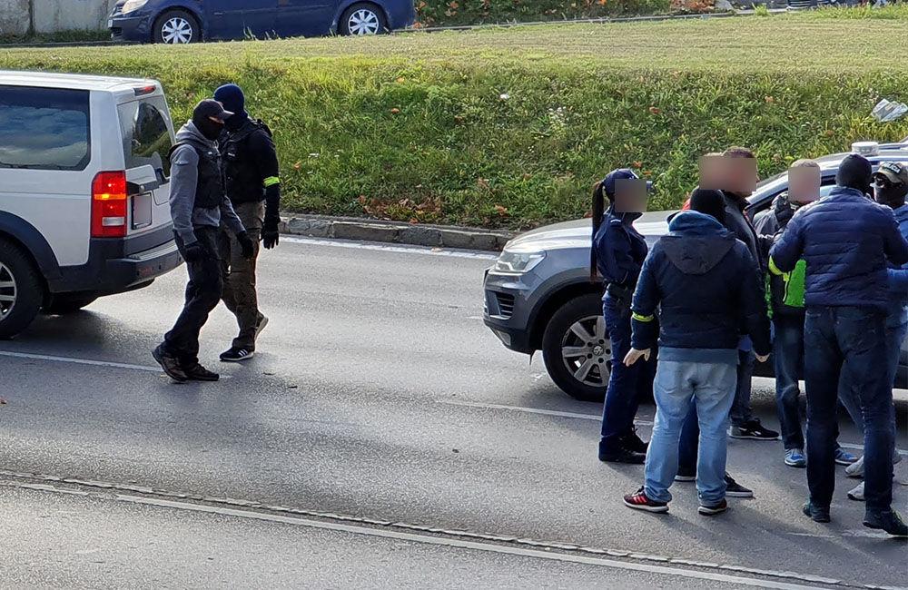 Policajná razia na ulici Vysokoškolákov a v mestskej časti Rosinky - 30.10.2019, foto 6