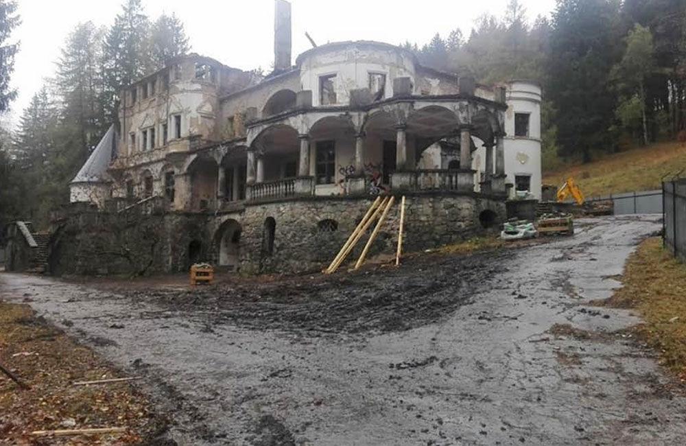 FOTO: Na zámku v Kunerade začali s prvými záchrannými prácami, foto 1
