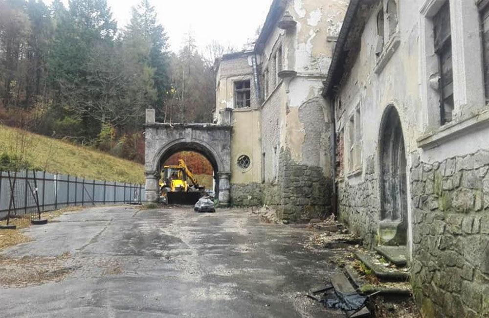 FOTO: Na zámku v Kunerade začali s prvými záchrannými prácami, foto 2