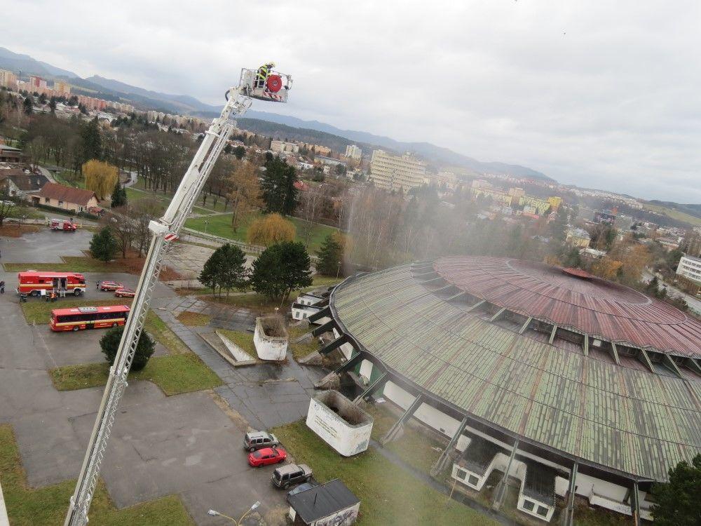 FOTO: Taktické cvičenie - požiar Dom techniky Žilina, foto 2
