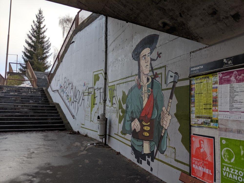 FOTO: Časť maľby na zastávke Bernolákova zničili vandali presprejovaním, foto 7
