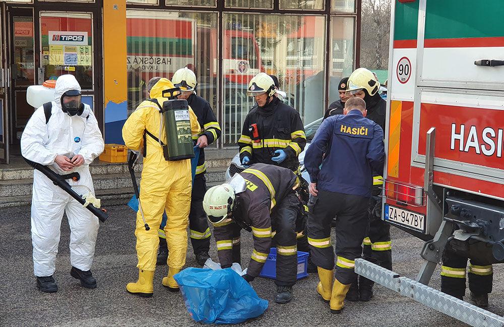 FOTO: Na pošte v Tepličke nad Váhom zasahujú záchranné zložky, má ísť o podozrivú zásielku , foto 1