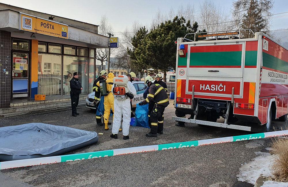 FOTO: Na pošte v Tepličke nad Váhom zasahujú záchranné zložky, má ísť o podozrivú zásielku , foto 3
