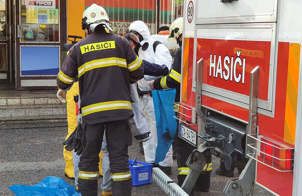 FOTO: Na pošte v Tepličke nad Váhom zasahujú záchranné zložky, má ísť o podozrivú zásielku , foto 8