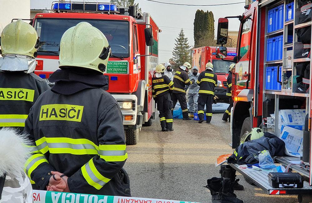 FOTO: Na pošte v Tepličke nad Váhom zasahujú záchranné zložky, má ísť o podozrivú zásielku , foto 10