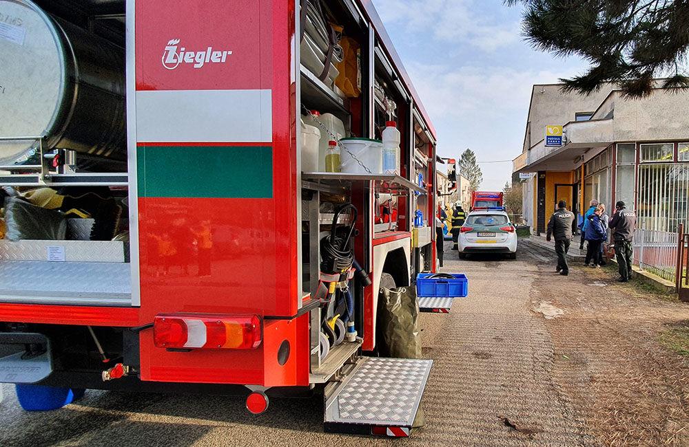 FOTO: Na pošte v Tepličke nad Váhom zasahujú záchranné zložky, má ísť o podozrivú zásielku , foto 12