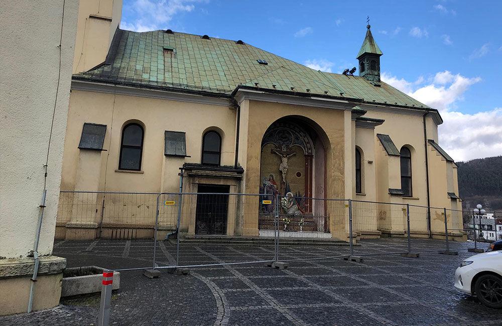 FOTO: Katedrálu Najsvätejšej Trojice v centre Žiliny už oplotili, začína rekonštrukcia, foto 5