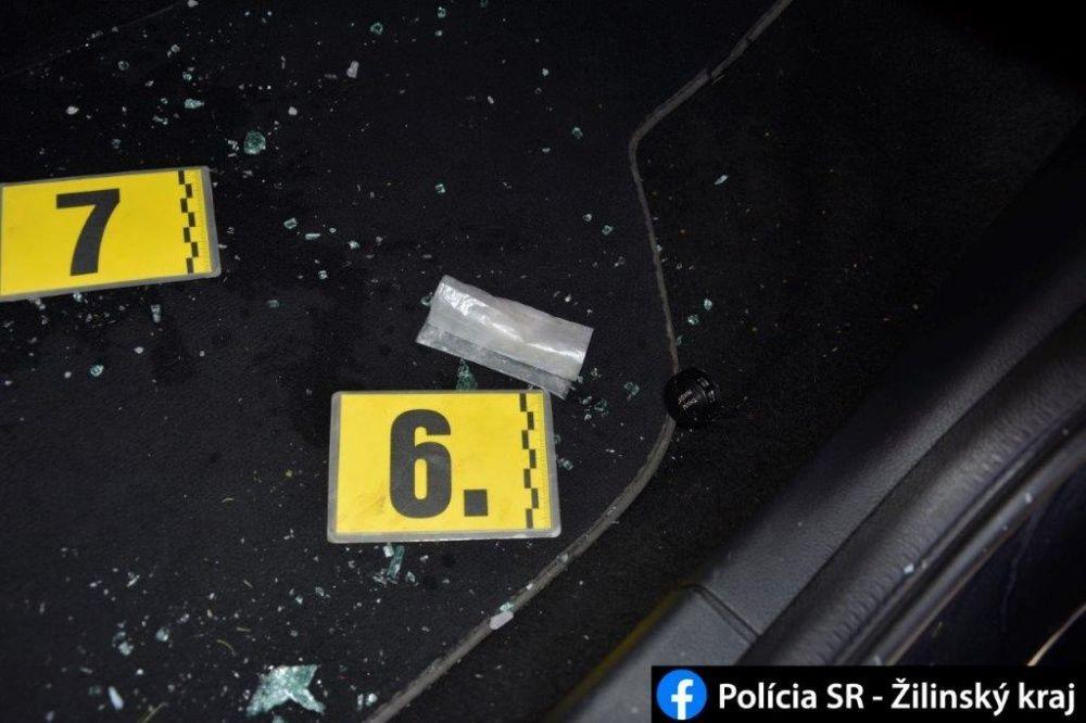 FOTO: Počas akcií MAMA a KOMPÓT zadržala žilinská polícia dve dílerky drog s pervitínom, foto 4