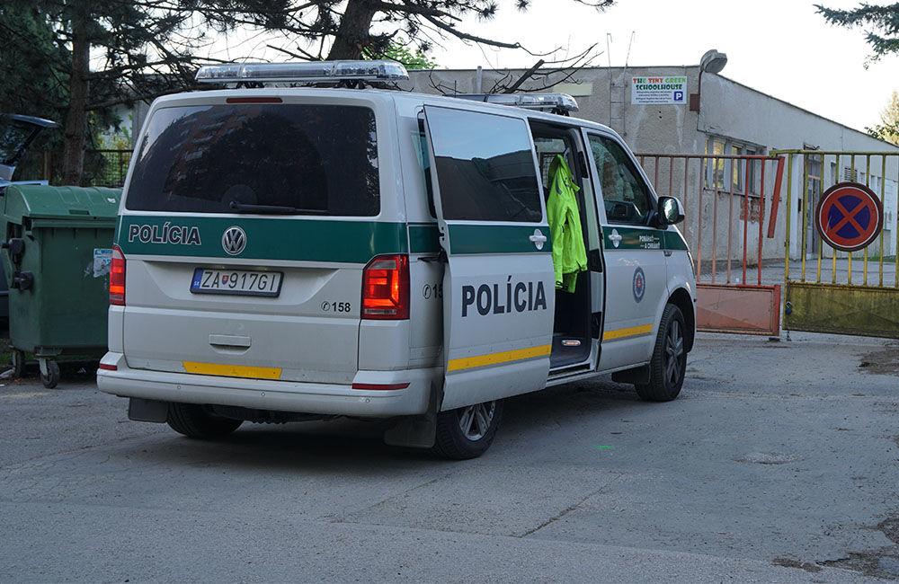 FOTO: Neznámy vodič zdemoloval štyri autá na ulici Bajzova a ušiel, hľadajú sa svedkovia, foto 9