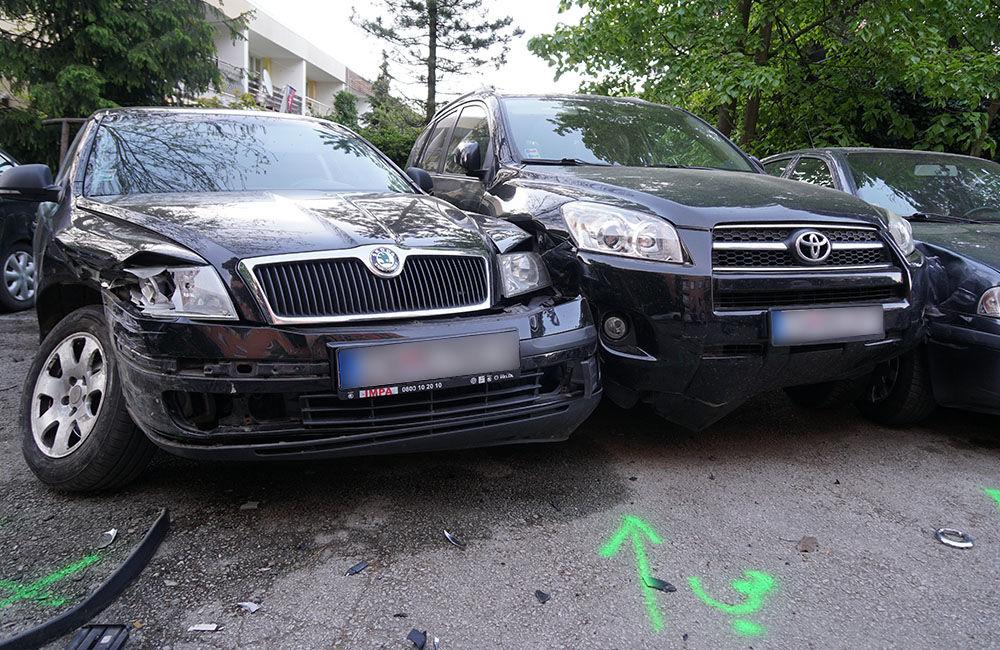FOTO: Neznámy vodič zdemoloval štyri autá na ulici Bajzova a ušiel, hľadajú sa svedkovia, foto 4