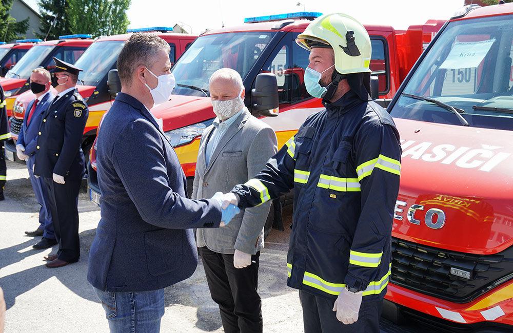 Odovzdanie nových vozidiel pre dobrovoľné hasičské zbory v Žilinskom kraji 22.5.2020, foto 11