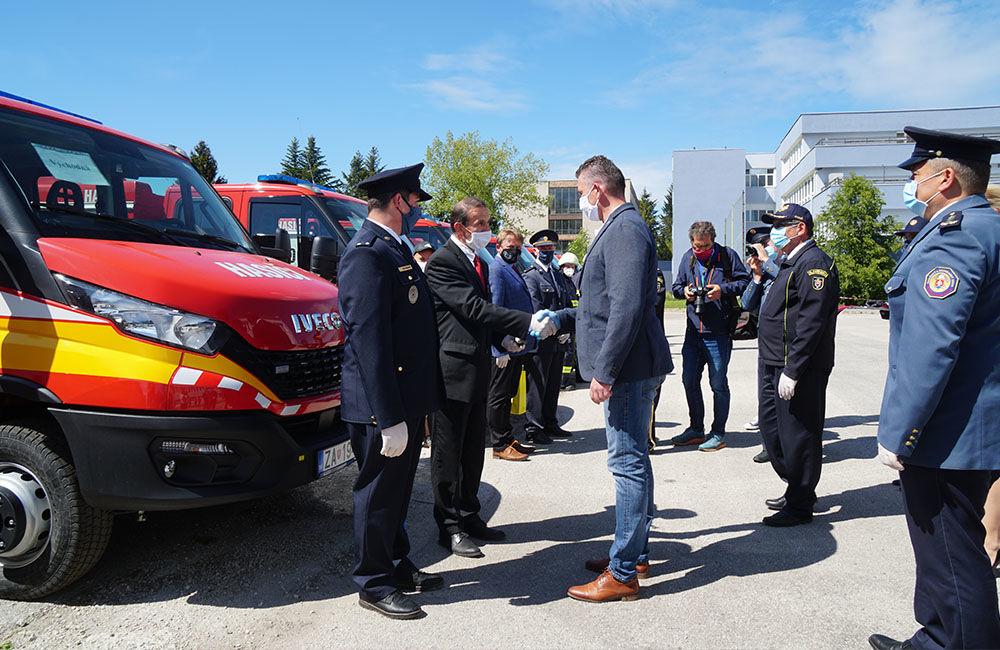 Odovzdanie nových vozidiel pre dobrovoľné hasičské zbory v Žilinskom kraji 22.5.2020, foto 9
