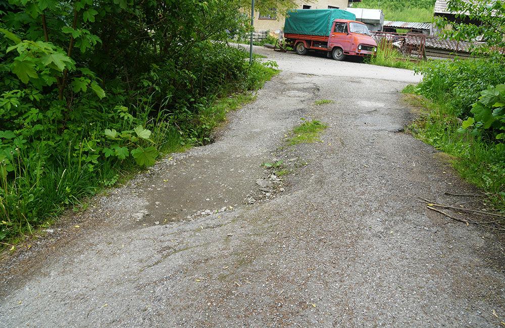 Poškodený most a lávka pre peších v mestskej časti Rosinky, foto 3