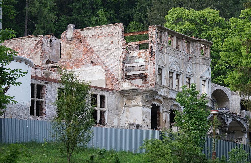 FOTO: Rekonštrukčné práce na vyhorenom zámku v Kunerade prebiehajú v plnom prúde, foto 1