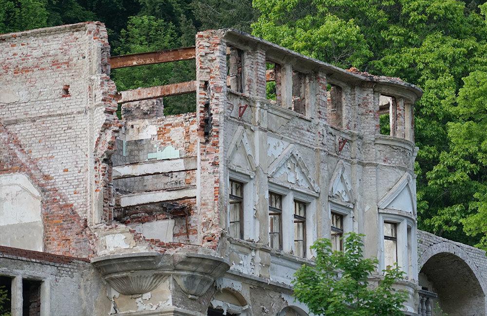 FOTO: Rekonštrukčné práce na vyhorenom zámku v Kunerade prebiehajú v plnom prúde, foto 2
