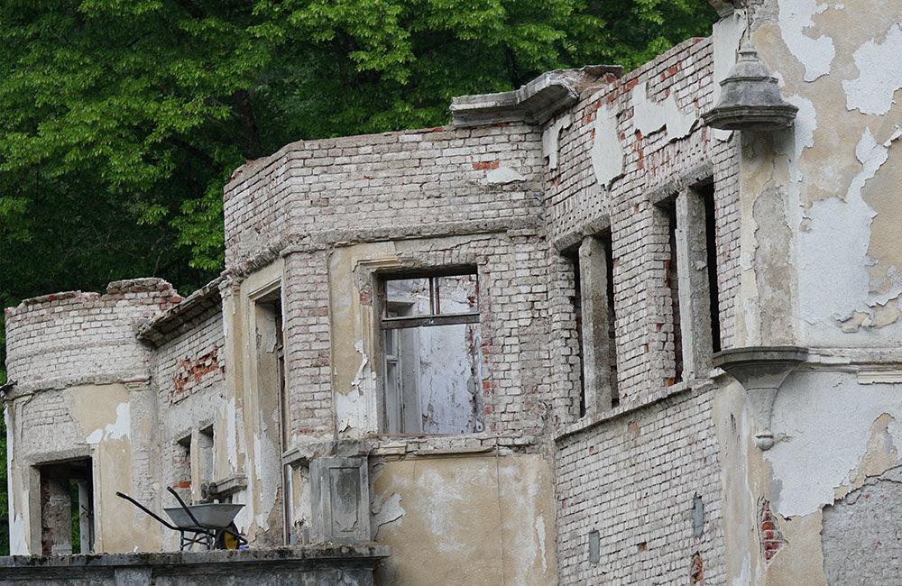 FOTO: Rekonštrukčné práce na vyhorenom zámku v Kunerade prebiehajú v plnom prúde, foto 3