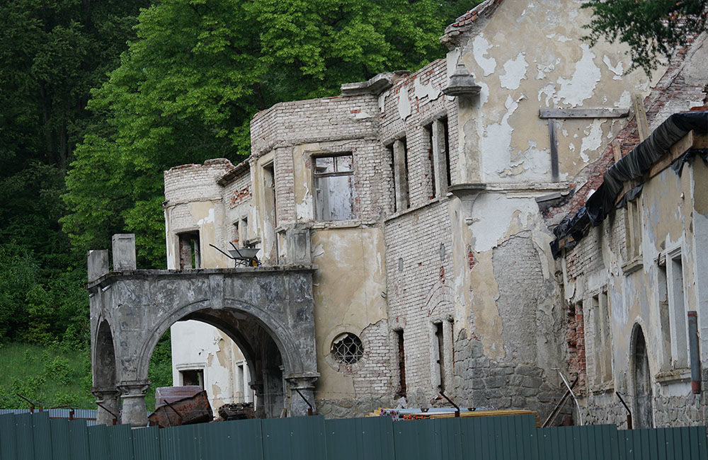 FOTO: Rekonštrukčné práce na vyhorenom zámku v Kunerade prebiehajú v plnom prúde, foto 4