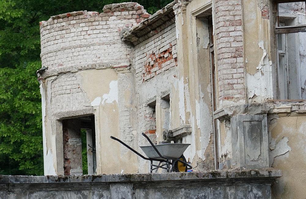 FOTO: Rekonštrukčné práce na vyhorenom zámku v Kunerade prebiehajú v plnom prúde, foto 5