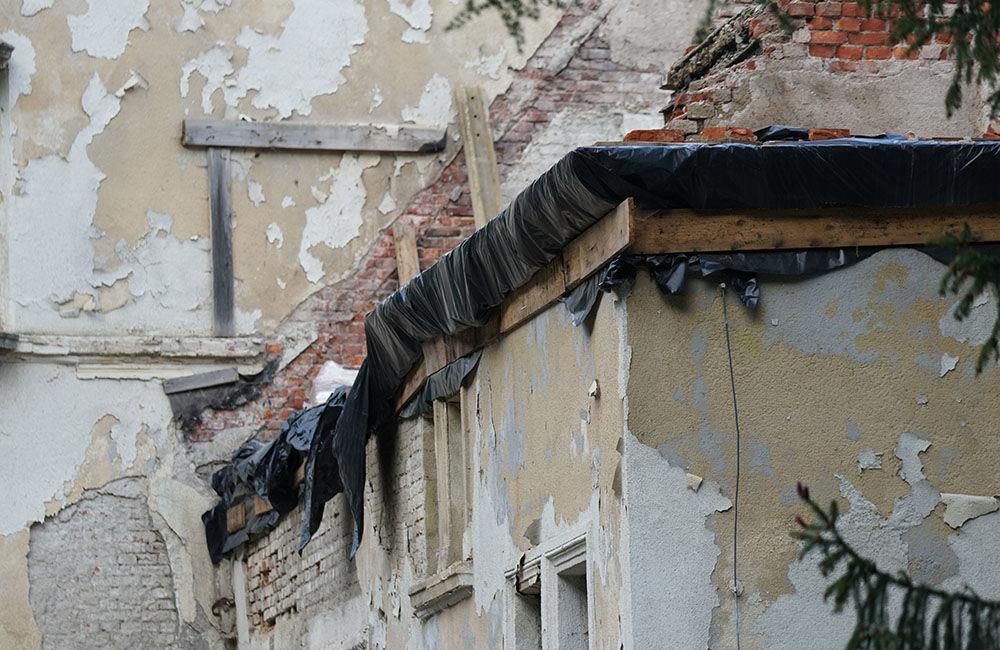 FOTO: Rekonštrukčné práce na vyhorenom zámku v Kunerade prebiehajú v plnom prúde, foto 6