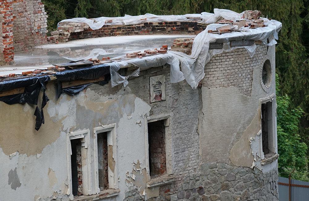 FOTO: Rekonštrukčné práce na vyhorenom zámku v Kunerade prebiehajú v plnom prúde, foto 12
