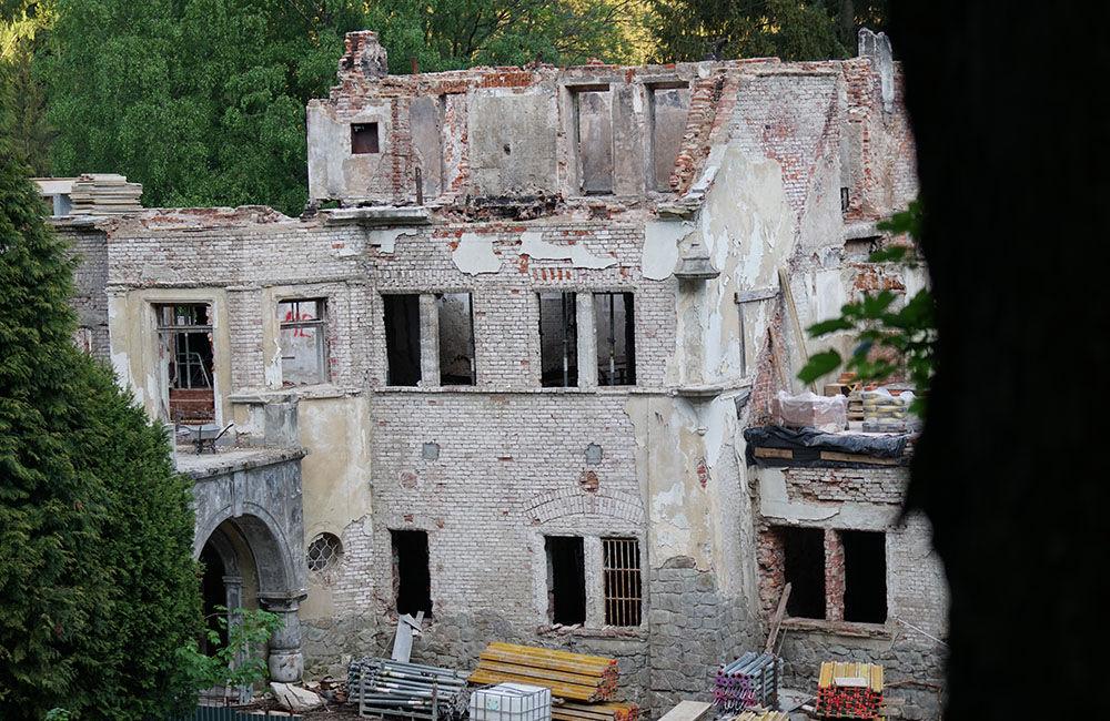 FOTO: Rekonštrukčné práce na vyhorenom zámku v Kunerade prebiehajú v plnom prúde, foto 13
