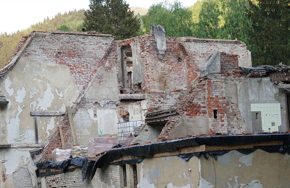FOTO: Rekonštrukčné práce na vyhorenom zámku v Kunerade prebiehajú v plnom prúde, foto 8