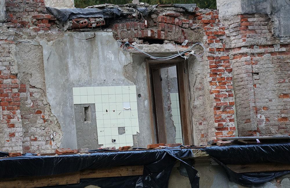 FOTO: Rekonštrukčné práce na vyhorenom zámku v Kunerade prebiehajú v plnom prúde, foto 9
