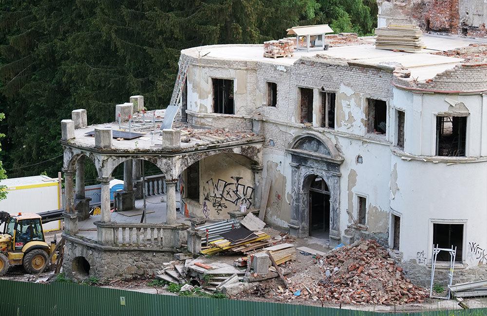 FOTO: Rekonštrukčné práce na vyhorenom zámku v Kunerade prebiehajú v plnom prúde, foto 18