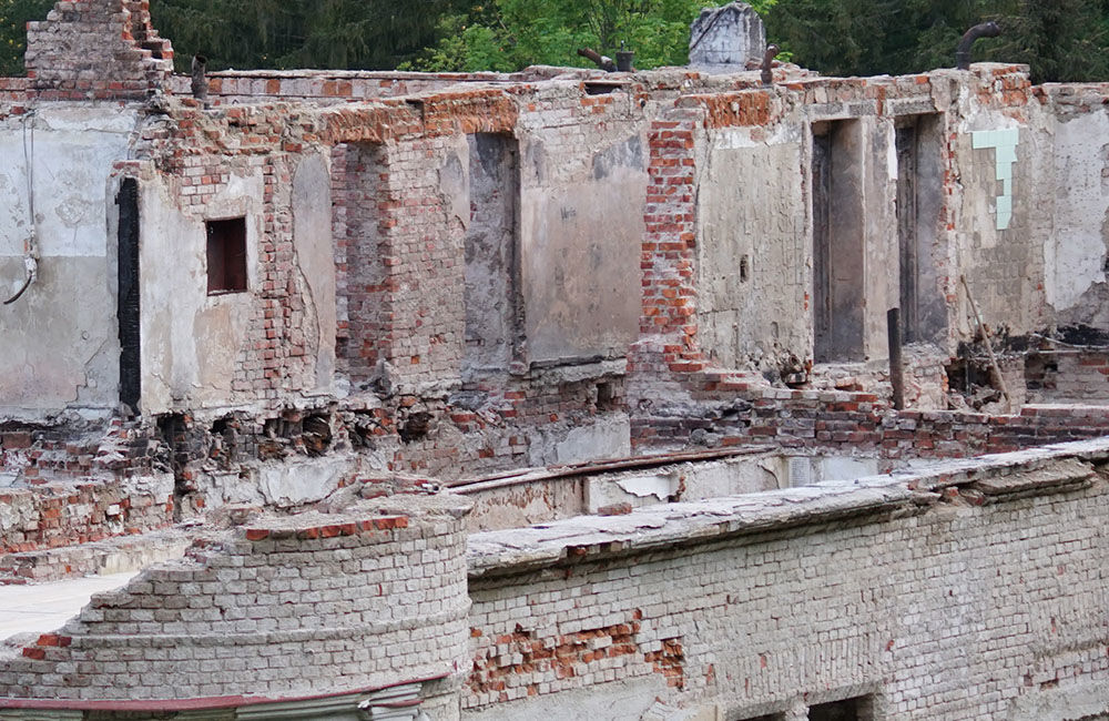 FOTO: Rekonštrukčné práce na vyhorenom zámku v Kunerade prebiehajú v plnom prúde, foto 21