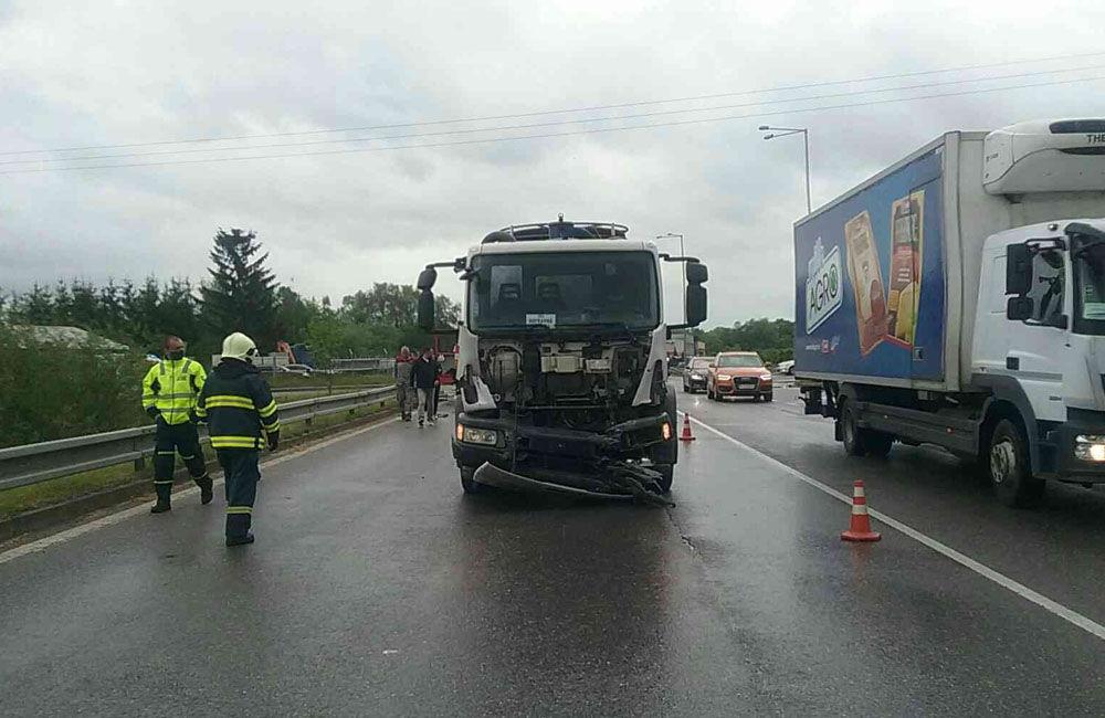 FOTO: Na ceste prvej triedy v Martine došlo k zrážke osobného auta s nákladným, foto 4