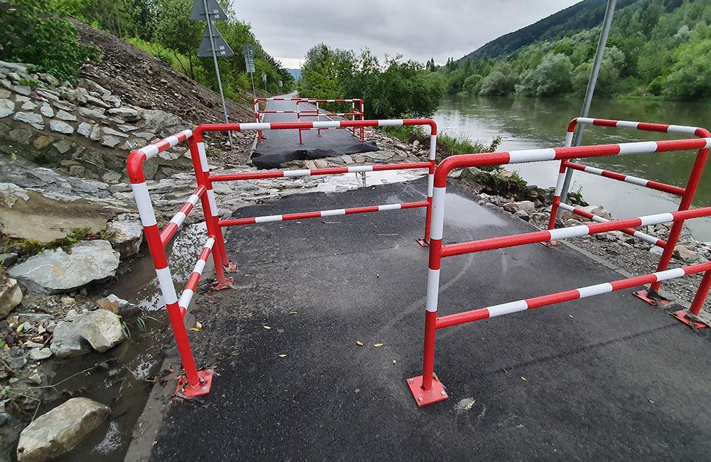 FOTO: Novú cyklotrasu popri Váhu poškodil prívalový dažď v mieste obchádzky kanalizačnej stoky, foto 5